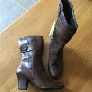 Born mid calf Boot